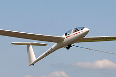 DG500 glider launching